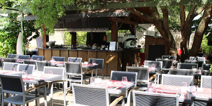 Restaurant La fraîcheur d'une terrasse sous les arbres lyon