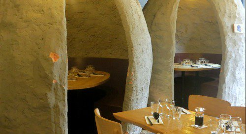 Restaurant À table dans les petites grottes chez Oto Oto lyon