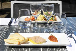 0002 entree terrine foie gras plat restaurant au bord de l'eau decines Au bord de l'eau