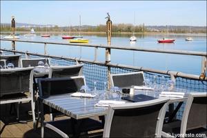 0003 vue lac terrasse restaurant au bord de l'eau decines Au bord de l'eau