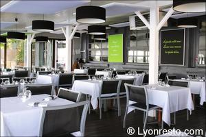 0005 terrasse coiuverte restaurant au bord de l'eau decines Au bord de l'eau