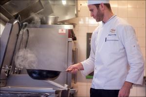 Photo  8-chef-cuisine-1-salade-entree-restaurant-monts-du-lyonnais-thurins-auberge-de-la-cote.jpg Auberge de la Côte