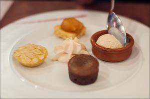 Photo  9-dessert-1-salade-entree-restaurant-monts-du-lyonnais-thurins-auberge-de-la-cote.jpg Auberge de la Côte
