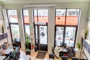 07 salle 06 05 tomate farcie 03 mezzanine 0 feuilete la patrie brasserie restaurant Lyon Brasserie La Patrie