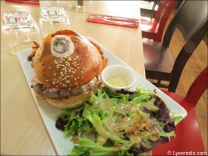 4 burger plat restaurant burger and wine martiniere lyon Burger & Wine Martinière