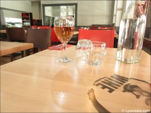 7 table restaurant burger and wine martiniere lyon Burger & Wine Martinière