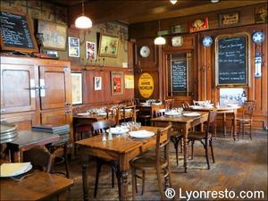 007 salle du fond Café comptoir Abel