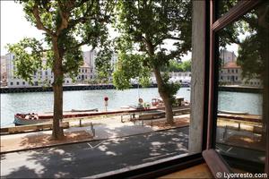 1 vue saone au bord eau restaurant lyon carre saone Carré Saône