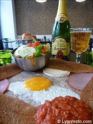 3 creperie belle ile massena plat crepes du chef cidre  Crêperie Belle ile - Lyon 6