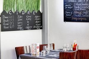 012 Praline et Fleur de sel Restaurant table intime Crêperie Praline et Fleur de Sel