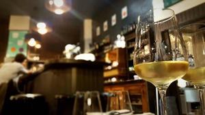 006 curnonsky restaurant nouveau concept lyon verre salle bar vin mur des canuts henon bistronomie Curnonsky