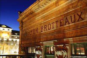 992 brotteaux facade restaurant bar dansant festif f and k bistroclub lyon F&K Bistroclub