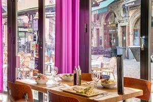 002 Fuxia Merciere restaurant Lyon salle table Fuxia Ristorante