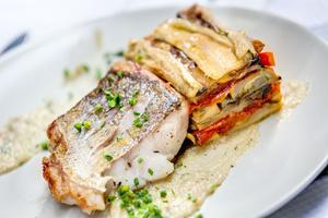 005 Happy Times Le Comptoir Lyonnais Autrement restaurant Lyon plat poisson Happy Times Le Comptoir Lyonnais Autrement