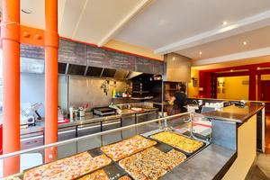 002 Il Padre pizza four cuisine salle comptoir Il Padre