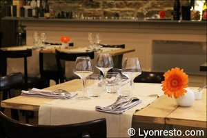 Photo  04-ambiance-table-restaurant-effervescence-lyon-bistronomique-etoile-michelin.jpg L'Effervescence