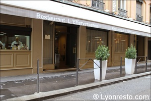 Photo  08-devanture-facade-restaurant-effervescence-lyon-bistronomique-etoile-michelin.jpg L'Effervescence