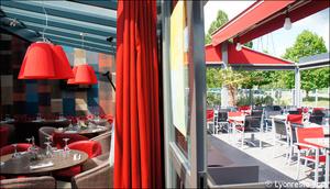 1 terrasse baie vitree restaurant civrieux azergues l endroit L'endroit - Civrieux