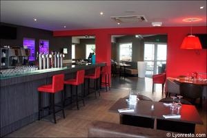 6 bar comptoir salle restaurant l arbresle L'Endroit - l'Arbresle