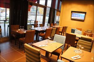 2 salle sur quai restaurant brasserie l endroit confluence  L'Endroit Confluence