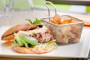 003 Esprit Bistrot Garibaldi Lyon restaurant plat burger frite L'Esprit Bistrot Garibaldi