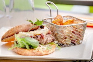 005 Esprit Bistrot Vaise Lyon restaurant plat burger frite L'Esprit Bistrot Vaise