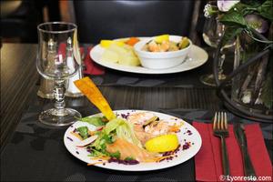 002 entree saumon plat restaurant essentiel lyon L'Essentiel