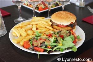 04 crousty opus burger frites opus terreaux lyon restaurant L'Opus