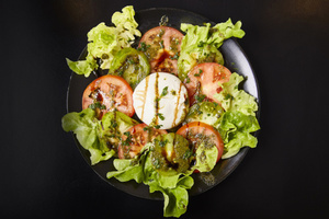 05 L ouvalie salade oeuf tomate entree L'ouvalie