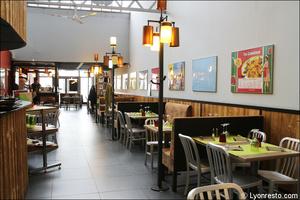 Photo  09-salle-longueur-restaurant-la-cantina-italien-pizzeria-saint-priest.jpg La Cantina