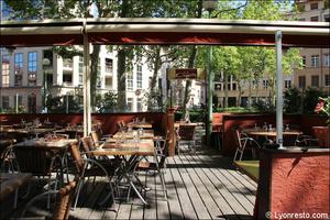 012 terrasse place restaurant lyon la coquette La Coquette