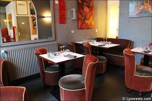 02 salle fauteuils restaurant lyon la coquette La Coquette