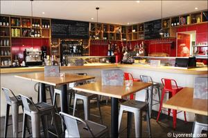 2 salle comptoir restaurant bar a vin tapas la goutte lyon La Goutte