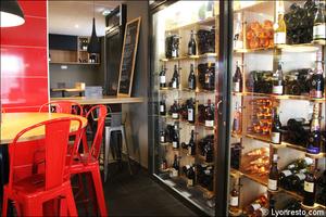 4 cave restaurant bar a vin tapas la goutte lyon La Goutte