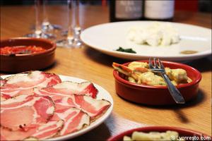 5 charcuterie restaurant bar a vin tapas la goutte lyon La Goutte