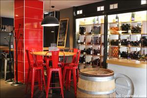 Photo  91-bouteilles-cave-restaurant-bar-a-vin-tapas-la-goutte-lyon.jpg La Goutte