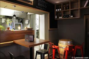 Photo  96-cuisine-salle-restaurant-bar-a-vin-tapas-la-goutte-lyon.jpg La Goutte