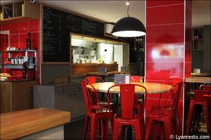 Photo  98-salle-cuisine-restaurant-bar-a-vin-tapas-la-goutte-lyon.jpg La Goutte