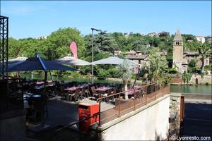 003 terrasse surplomb restaurant lyon caluire grotte saint loup La grotte Saint Loup