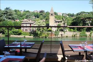 Photo  005-terrasse-vue-restaurant-lyon-caluire-grotte-saint-loup.jpg La grotte Saint Loup