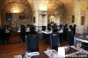 Photo  02-salle-grotte-restaurant-lyon-caluire-grotte-saint-loup.jpg La grotte Saint Loup