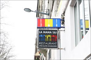 1 logo panneau devanture restaurant roumain la mama s i lyon La Mama S&I