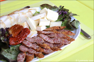 3 plateau charcuterie fromage plat restaurant roumain la mama s i lyon La Mama S&I