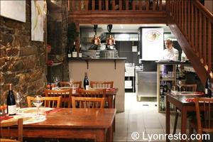 2 salle cuisine restaurant lyon la morille La Morille