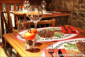 3 tables deco restaurant lyon la morille La Morille