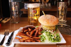 4 burger restaurant pub vieux lyon mouss tache selection La Mouss'tache