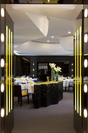 [Image: 0-entree-restaurant-gastronomique-la-pyr...vienne.jpg]