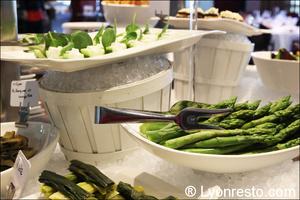 003 asperges restaurant lyon st priest rose des vents kyriad buffet gastronomique La Rose des Vents