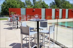 004 terrasse piscine restaurant lyon st priest rose des vents kyriad buffet gastronomique La Rose des Vents