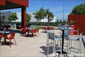 006 terrasse restaurant lyon st priest rose des vents kyriad buffet gastronomique La Rose des Vents